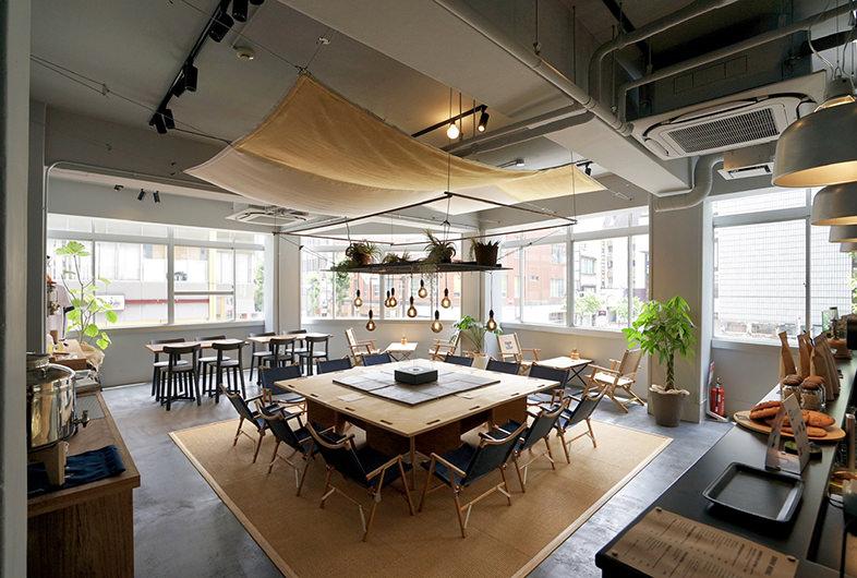 ウッド内装が特徴的なカフェ・レストラン-6選-