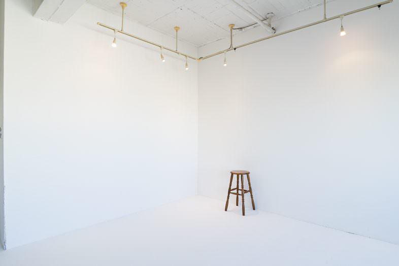 レンタル撮影スタジオのこだわり: 白壁